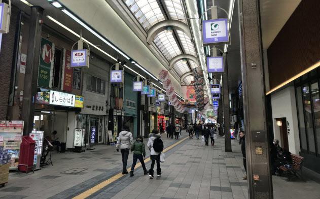 新型コロナウイルスの感染拡大で、にぎわいが失われている(1月30日、札幌市)