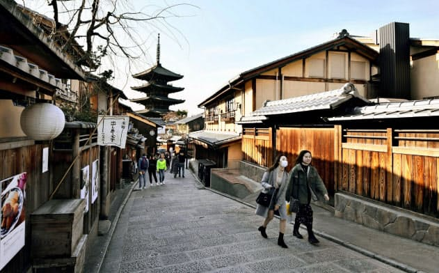 新型コロナウイルスの感染拡大の影響で、外国人観光客らは激減した(3日、京都市東山区)