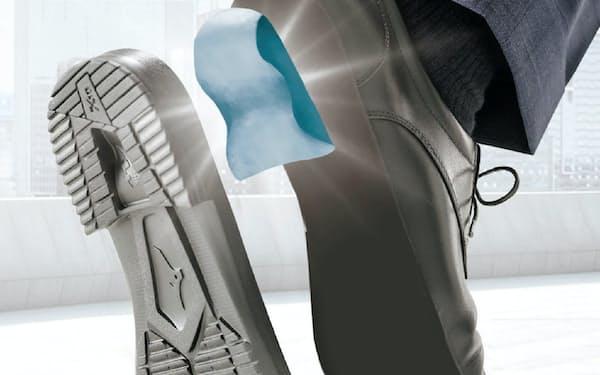 ミズノの革靴「エクスライト」はソールにランニングシューズでも使う素材を取り入れ、軽さや歩きやすさを追求する