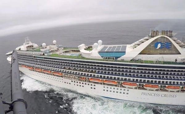 米サンフランシスコ沖に停泊している大型クルーズ船「グランド・プリンセス」(5日、米カリフォルニア州)=ロイター