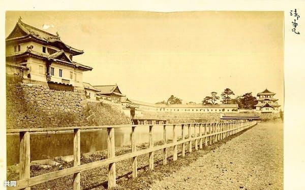 「御本丸」と書かれた江戸城の写真(シェイクスピア・ギャラリー提供)=共同
