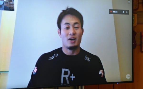 インターネット電話で取材に応じるラグビー7人制日本代表候補の福岡堅樹=代表撮影