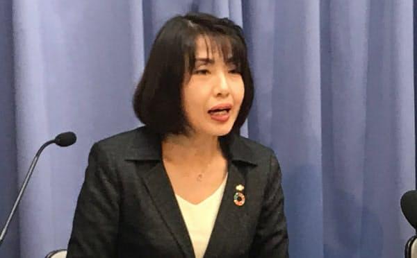 記者会見する大阪府の藤井睦子健康医療部長(7日、大阪府庁)