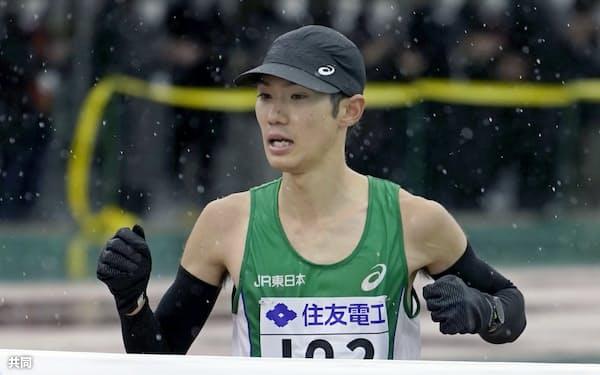 2時間8分59秒で日本勢最高の4位に入った作田直也。1日に大迫傑がマークした日本記録を更新することはできなかった(8日、大津市皇子山陸上競技場)=共同
