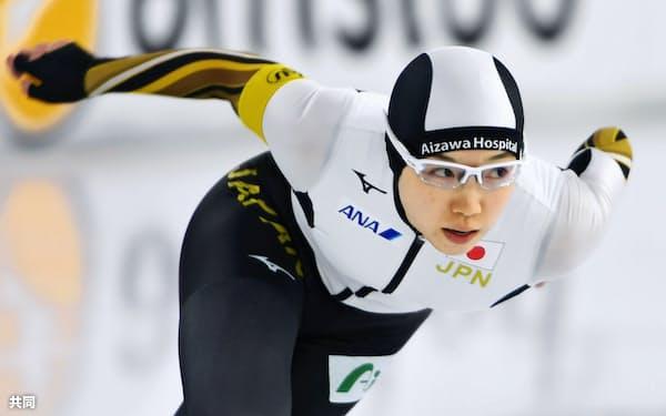 女子500メートルで2位になった小平奈緒。3季ぶり3度目となる種目別総合優勝を決めた(8日、ヘーレンフェイン)=共同