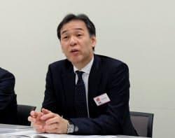 会見するフォーラムエンジニアリングの佐藤勉社長(9日、東証)