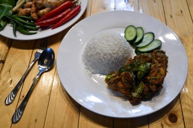 マレーシア発のネット出前のスタートアップ、ダマカンはシンガポールやベトナムへの進出を狙う(マレーシアのレストラン)=ロイター