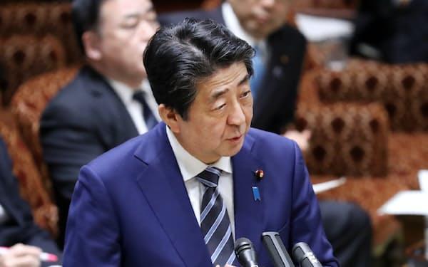 新型コロナウイルスへの対応で答弁する安倍首相(9日、参院予算委)