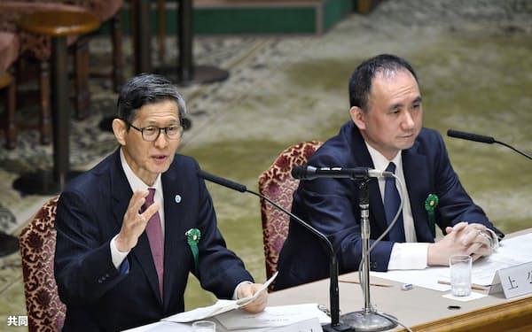 参院予算委の中央公聴会で意見を述べる尾身茂氏。右は上昌広氏=10日午前