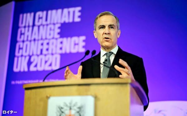 カーニー氏は気候変動対策で「民間金融の役割は大きい」と訴えた(2月27日、ロンドン)=ロイター
