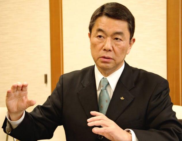 インタビューに答える宮城県の村井嘉浩知事