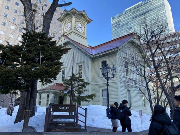 観光名所の時計台も、新型コロナウイルスの影響で観光客はまばらだった(2月27日、札幌市)