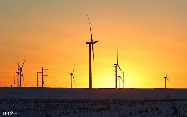 歴史的な原油安で、再生エネルギー普及に向けた意欲が後退する懸念が高まっている=ロイター