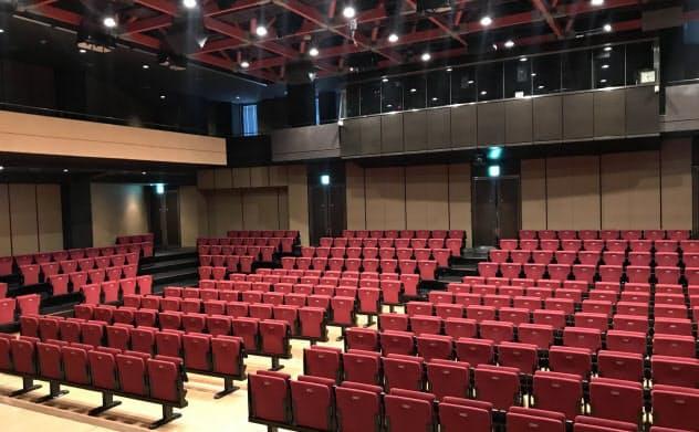 ホールは客席が400ある