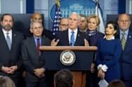 トランプ大統領は10日の記者会見を見送り、ペンス副大統領らが経済対策を説明した。10日=ロイター