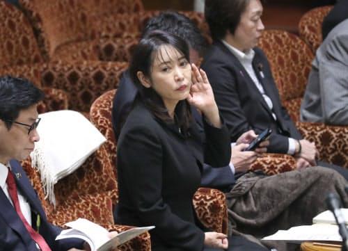 自身の答弁に野党が反発、審議が中断した参院予算委で再開を待つ森法相(11日)