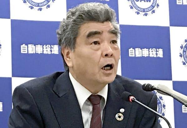 記者会見する自動車総連の高倉明会長