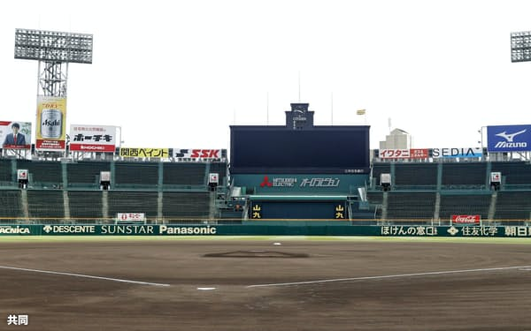 選抜高校野球大会の中止が決まった(11日午後、兵庫県西宮市の甲子園球場)=共同