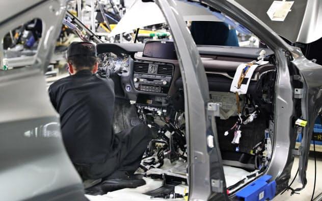 レクサスを製造するトヨタ自動車九州などは11日、相次ぎ回答を出した(福岡県宮若市)