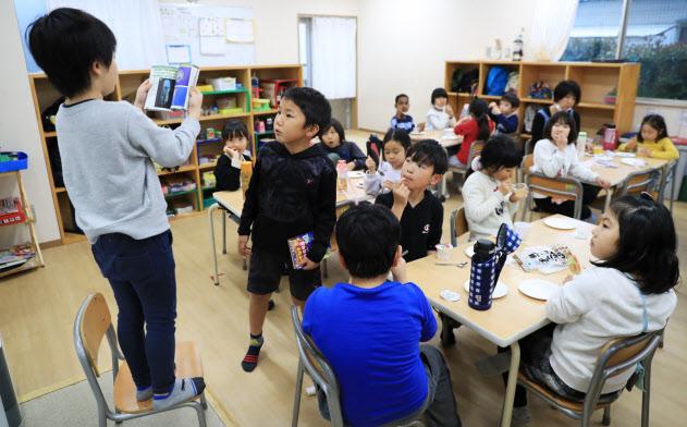 学童保育事業施設で過ごす子どもたち(東京都葛飾区の梅田小・梅田小第二学童保育クラブ)