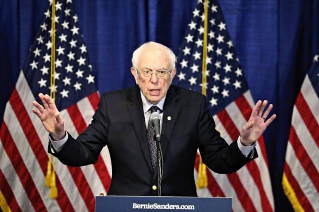 サンダース上院議員は選挙戦の続行を表明した=AP
