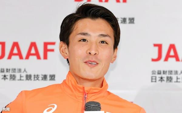 記者会見するマラソン男子代表の服部勇馬(12日、福島県郡山市)=共同