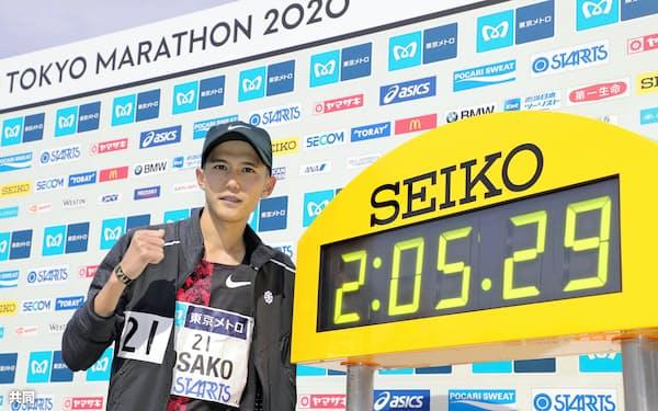 大迫は東京マラソンで2時間5分29秒の日本新記録をマークした=共同