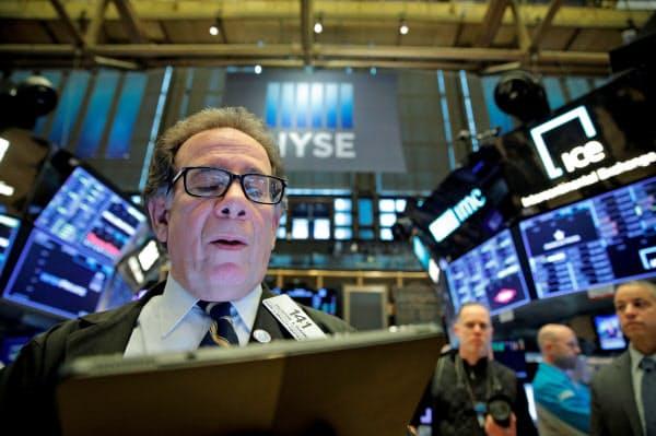 12日のニューヨーク証券取引所=ロイター