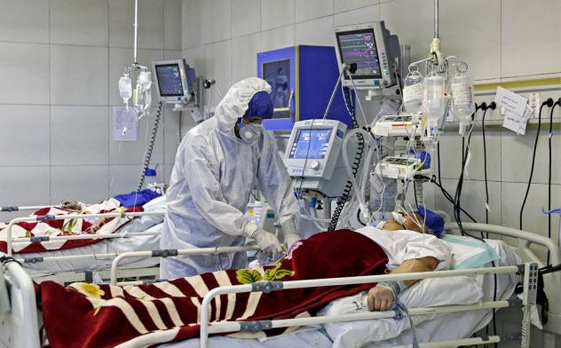 深刻なパンデミックが発生すれば、どういう人の治療を優先するか難しい判断を迫られそうだ=AP