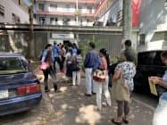 診察のため、早朝から行列を作るベネズエラの市民(19年9月、カラカス)