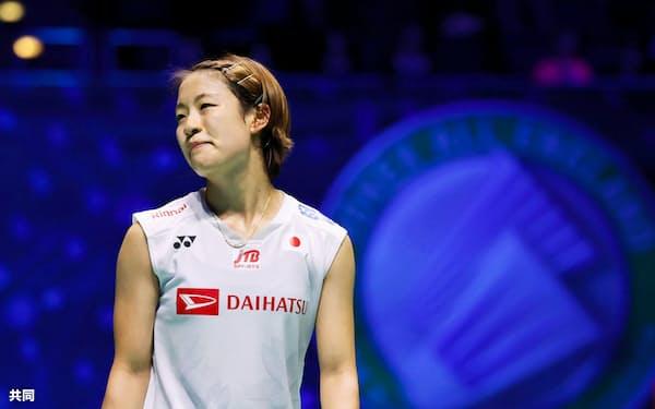 女子シングルス準決勝 中国選手に敗れた奥原希望(14日、バーミンガム)=共同