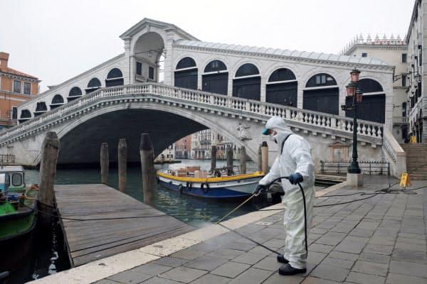 「水の都」と呼ばれるイタリアのベネチアは閑散としている=ロイター