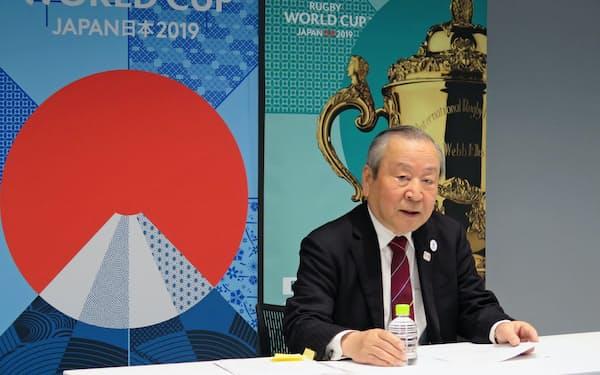 ラグビーW杯組織委員会の理事会後にレガシー事業について説明する嶋津昭事務総長