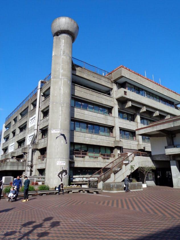 著名な建築家、前川国男氏が設計した庁舎だけに保存を求める運動が広がった(東京の世田谷区役所)