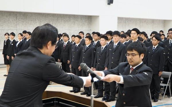 JR北海道は入社式を中止し、2週間程度の自宅待機を求める(写真は2019年春の入社式)