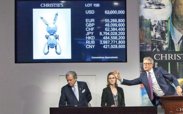 クリスティーズ・ニューヨークで19年5月、ジェフ・クーンズ氏の作品が約100億円で落札((C)Christie's Images Limited 2020)