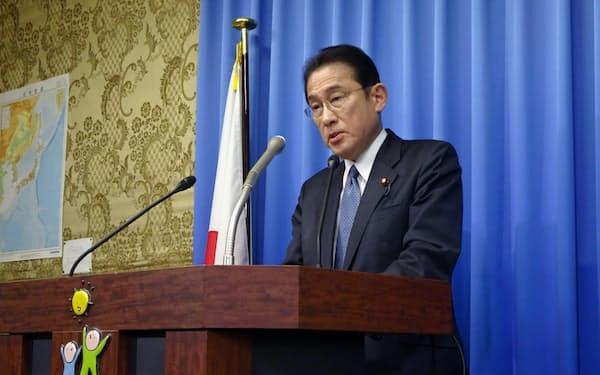 岸田政調会長は「党に寄せられた声を経済対策に反映させる」と述べた(16日、国会内)