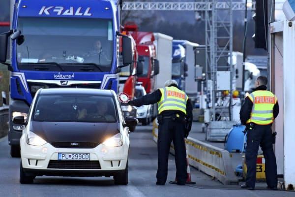 ドイツは16日、外国人の入国を原則禁止するため国境での検問を始めた=AP