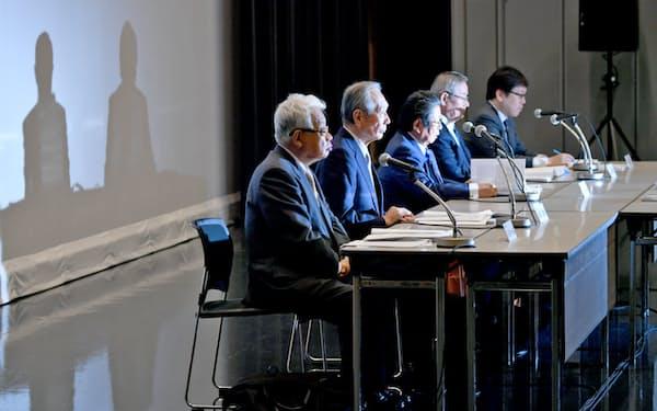 記者会見する関西電力の第三者委員会(14日、大阪市福島区)