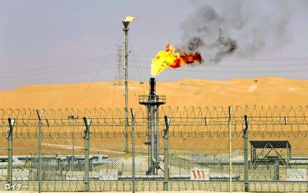 サウジアラビアとロシアの減産交渉は決裂した(サウジの油田施設)=ロイター