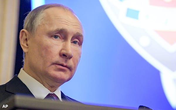 プーチン大統領のロシアは米国、サウジアラビアとの原油シェア競争に挑む=AP