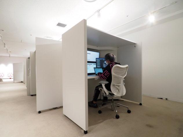 特別なテストなどに利用する真っ白な空間「R&Dルーム」