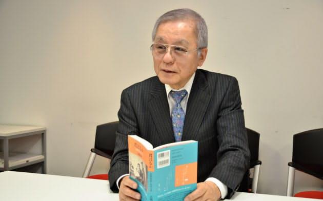 「父母が送り合った大量のラブレターを読み解いて小説にした」と語る古関正裕さん