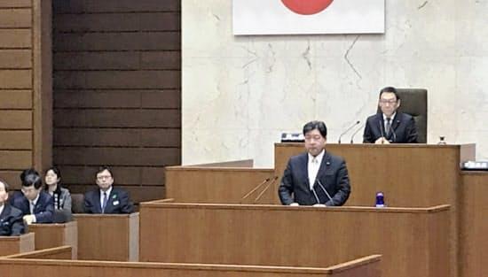 ネット・ゲーム依存症対策条例議案の提案理由を説明する香川県議会議員(18日、高松市)