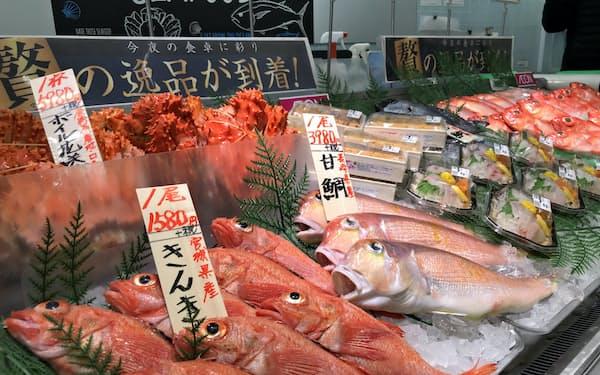 特設売り場で高級水産物を扱う(18日、イオン津田沼店)