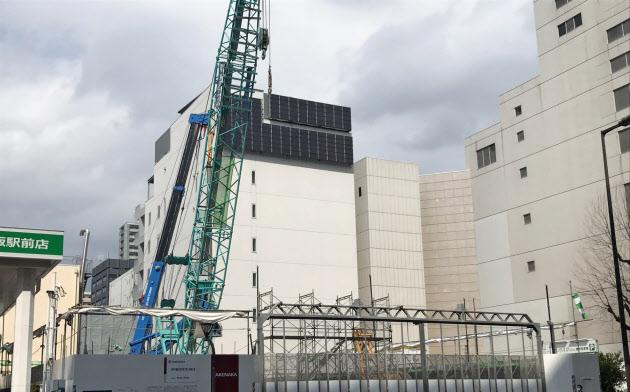 新大阪駅周辺ではオフィスビル建設が目立つ(大阪市淀川区宮原)