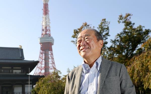 つきおか・たかし 1951年、東京都生まれ。75年に慶応大学法学部を卒業、出光興産入社。2013年に社長に就任、18年から現職。昭和シェル石油との経営統合を主導し、石油の再編に道筋をつけた。高校では剣道部。「仕事で相手の呼吸、出方を見て動くのは剣道から学んだ」(東京都港区の増上寺で)