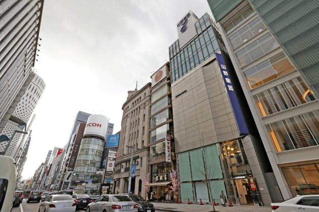 全国最高価格の「山野楽器銀座本店」前も新型コロナで人通りは閑散(東京・銀座)