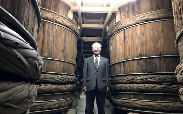 柴沼醤油醸造の木おけ。明治、大正時代に作られたもの(茨城県土浦市)