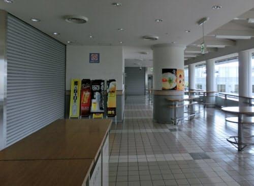 無観客で営業できない競馬場内の飲食店への影響も大きい(1日、阪神競馬場内のフードコート)